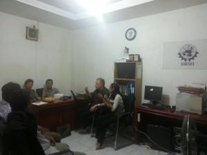 pengurus dpn sbmi berdiskusi dengan simon cox pengacara internasional 2