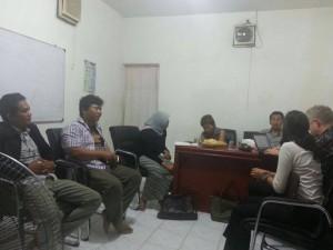 pengurus dpn sbmi berdiskusi dengan simon cox pengacara internasional