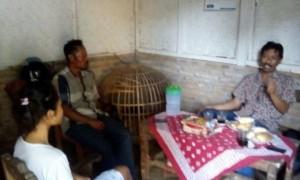 Suryo Ketua SBMI Malang bersama Yeni dan bapaknya